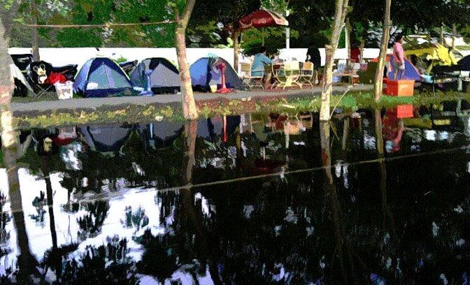 zash_floods_bangkok_tents