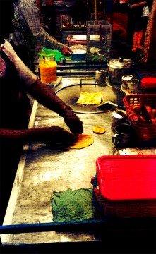 refugee-makes-roti-in-bangkok