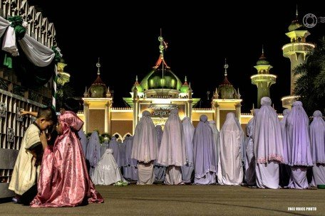 Women praying at the Central Mosque in Pattani province. Photo: Free Voice