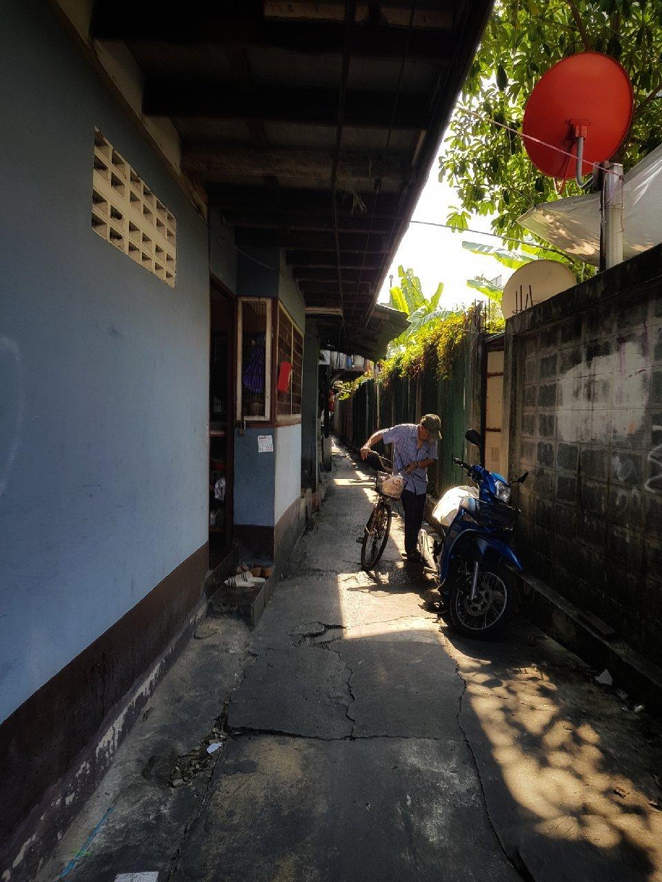 A Sinuous Path Through the Slum