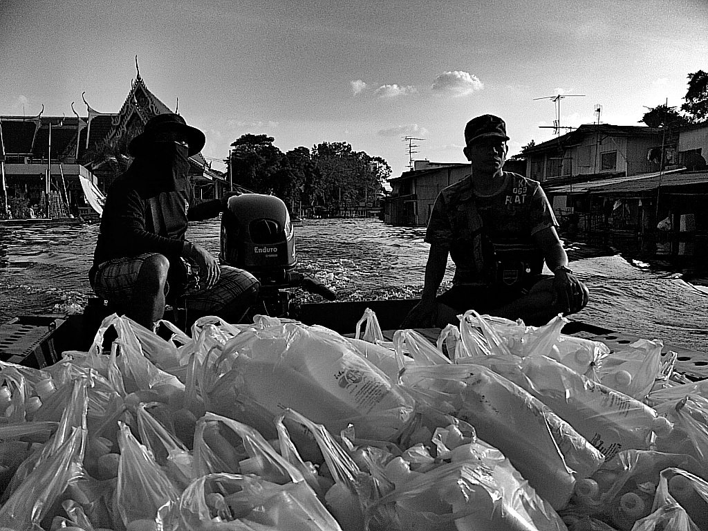 Merge Into One: Photos from the Thai Floods of 2011